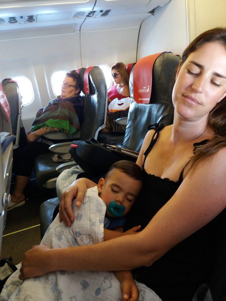 Durmiendo en el avión